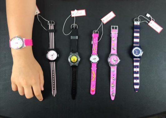 Lívia Oliveira mostra os relógios que recebeu da Ovvel (@ovvel_watches)